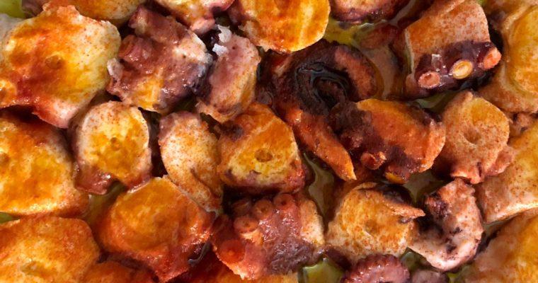 Pulpo con pimentón y patatas panaderas