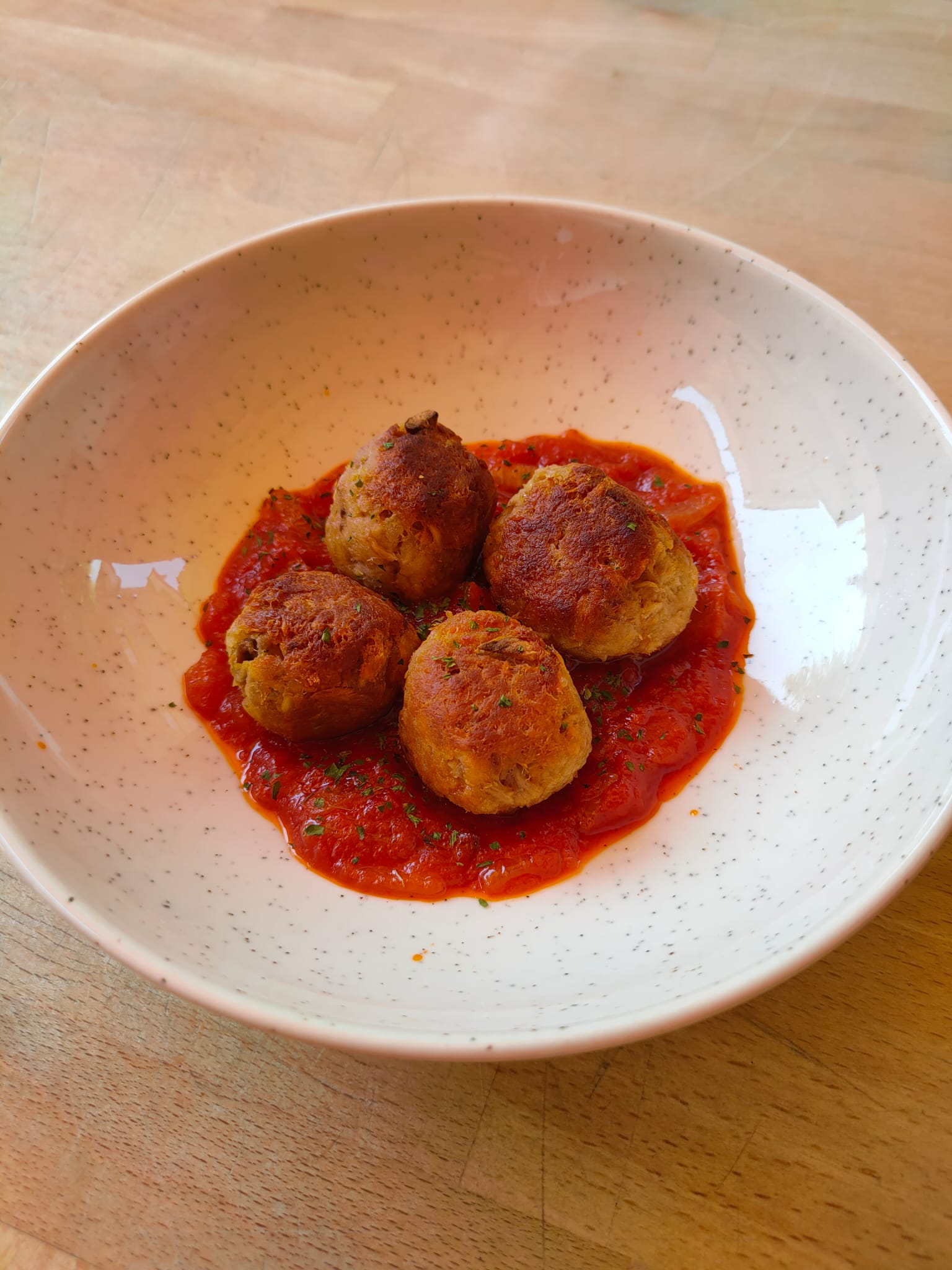 Albóndigas de atún en salsa de tomate