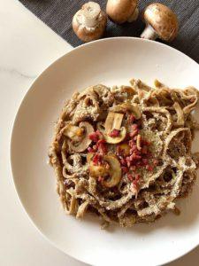 Pasta de boletus con salsa de champiñones y jamón